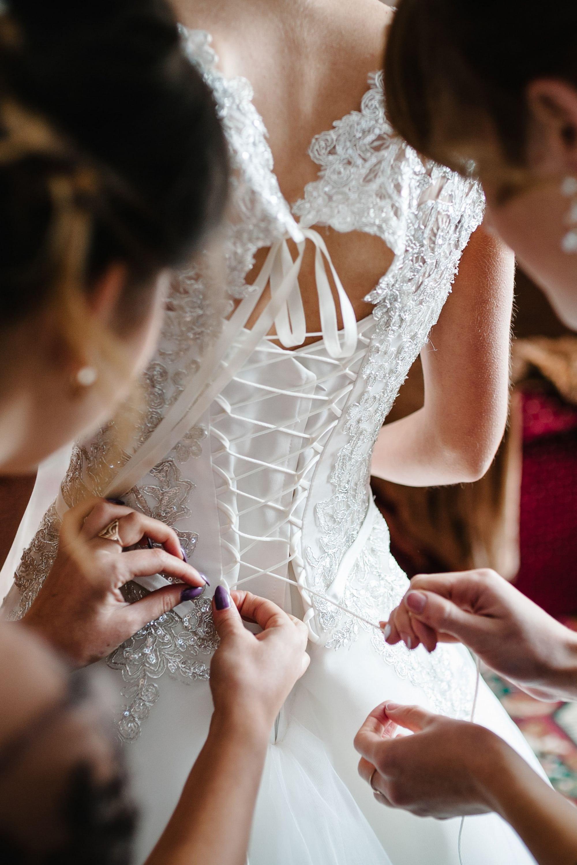 Προετοιμασία νύφης στο σπίτι